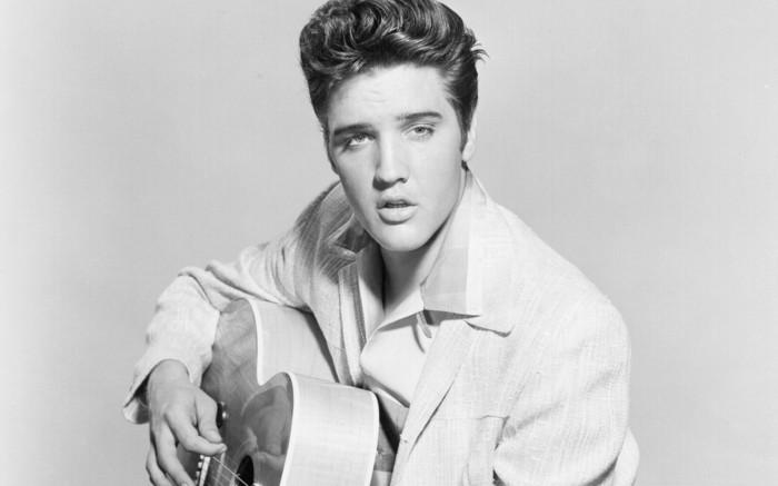 el rey del rock Elvis Presley con su iconico peinado, recogidos pin up originales, fotos de las estrellas rock de los años 50