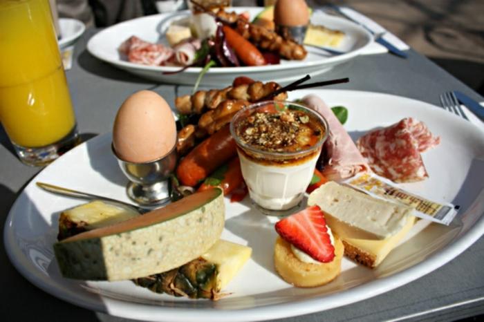 que es un brunch, ideas en imágenes sobre qué es un desayuno tardio, recetas faciles y rapidas, pequeños bocados ricos