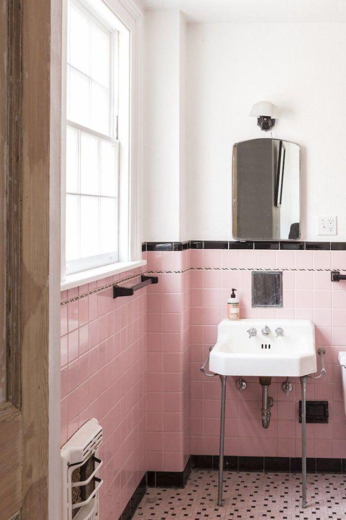 pequeño baño decorado en blanco, rosado y negro, azulejos de baños modernos y bonitos, diseños de baño modernos