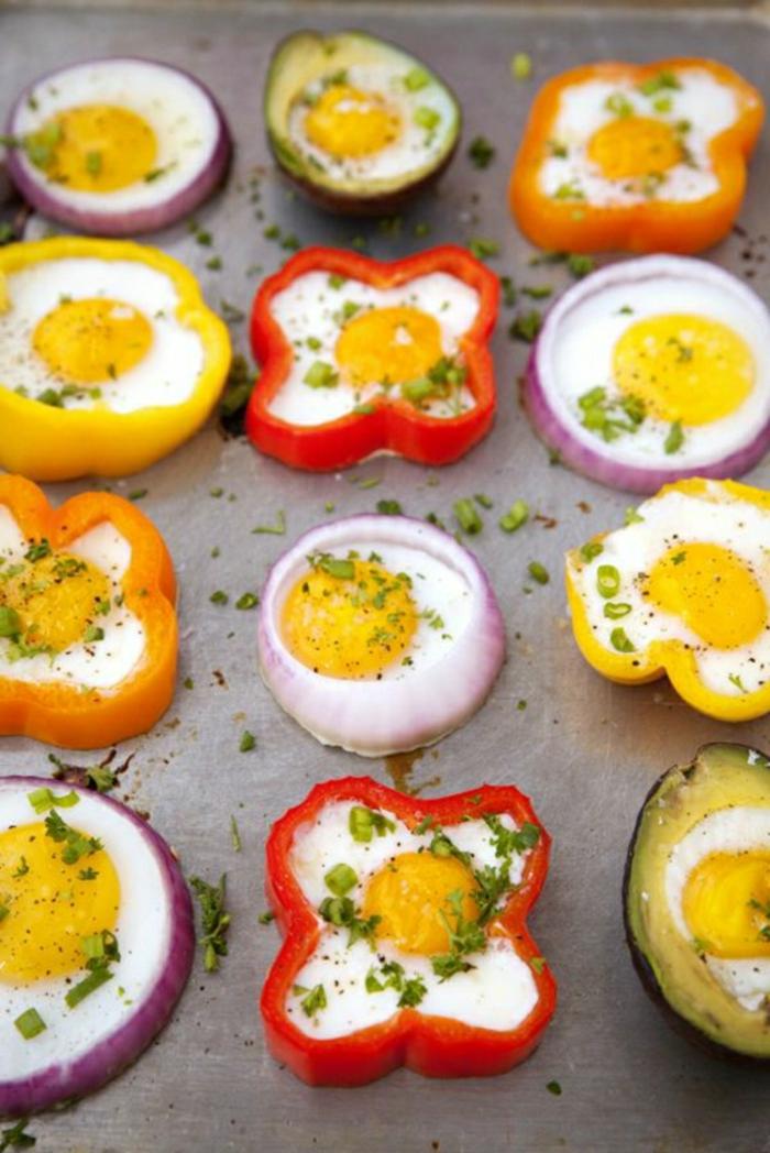 ideas de tapas caseras, pinchos y aperitivos con huevos, recetas faciles y rapidos, mini docados con pimientos, cebolla y huevos