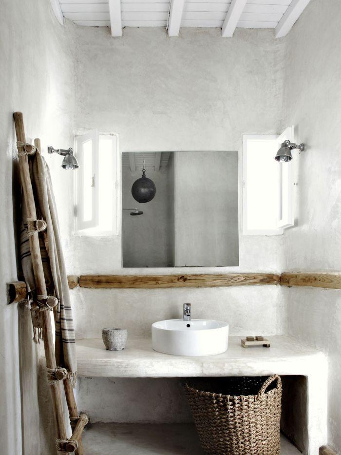diseños de baños rústicos en blanco con detalles de mimbre y madera, azulejos de baños modernos y baños originales