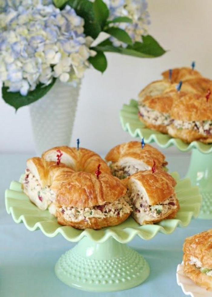 croissants rellenos con atún y vegetales, recetas faciles y rapidos, fotos de las mejores comidas para empezar el dia