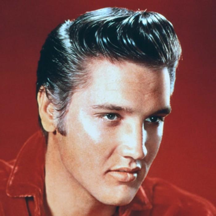 estrellas rockabilly, fotos de Elvis Presley y su famoso peinado, peinados hombre con flequillo texturizado hacia arriba