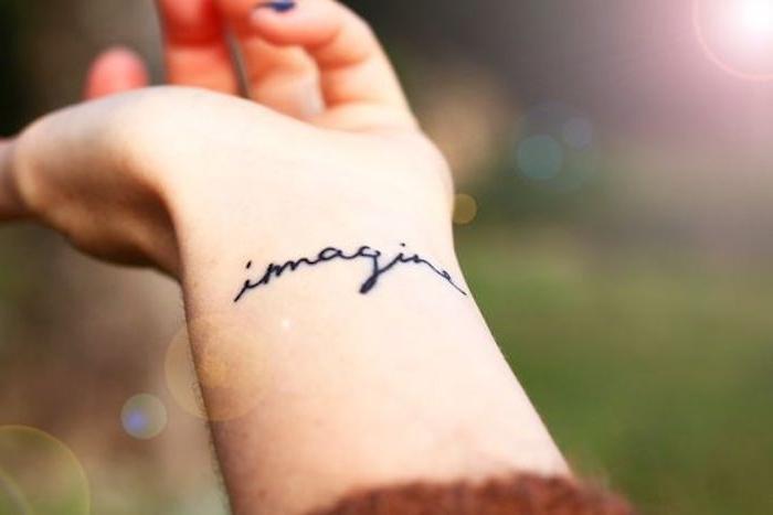 tatuajes con letras en estilo minimalista, diseños de tatuajes con frases motivadoras, tatuajes originales para mujeres