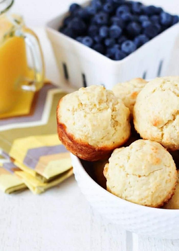 mini magdalenas caseras de pan integral, ideas de desayunos faciles para conseguir un menú equilibrado y saludable