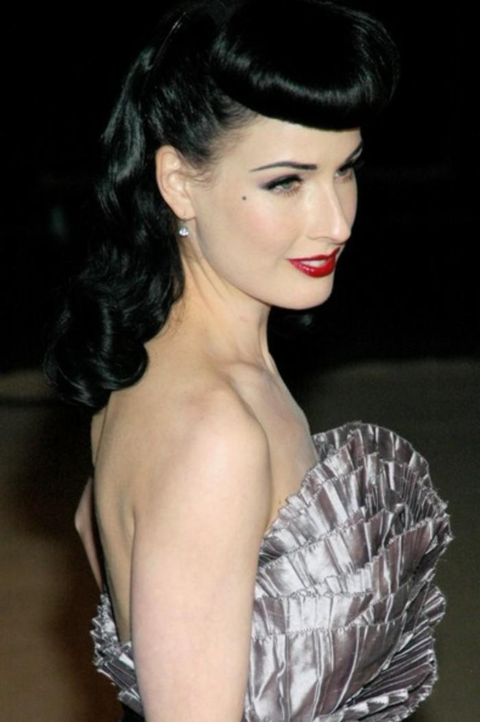 fotos apariencia de la alfombra roja, super originales ideas de peinados vintage con rizos en el pelo, vestido color plata