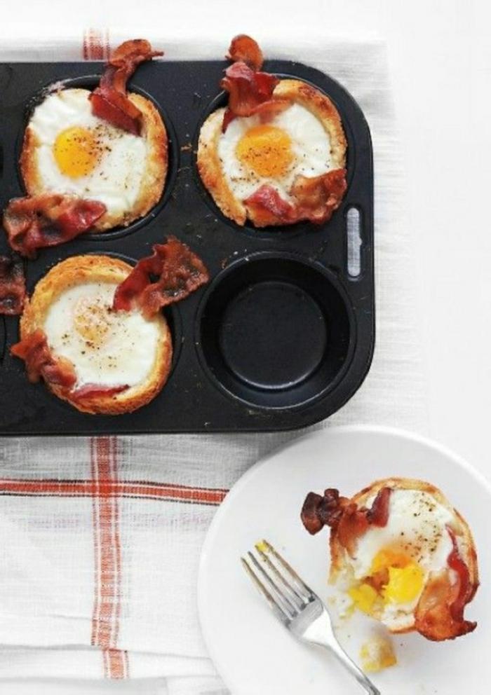 magdalenas con tocino frito y huevos estrellados, desayuno tardio paso a paso, comidas para un desayuno saludable