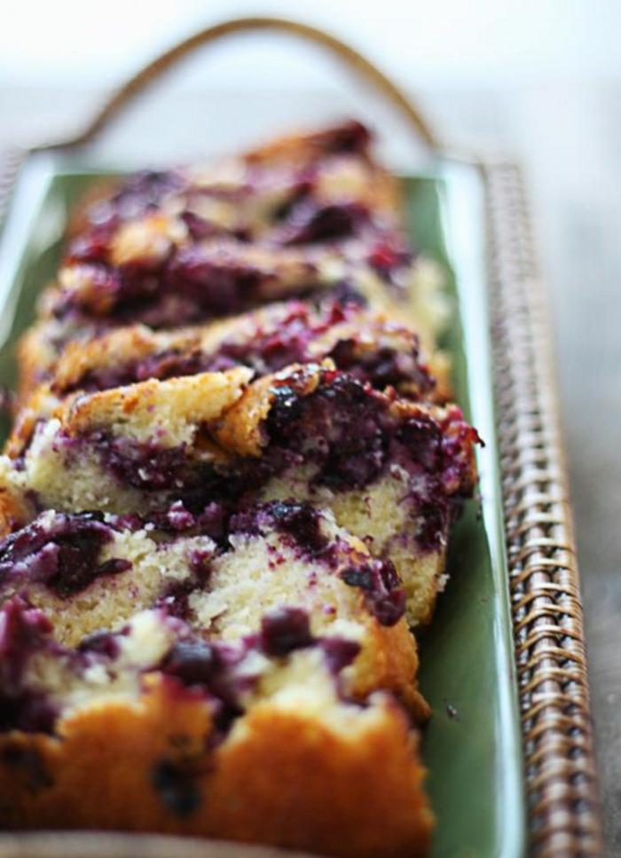pasteles ricos para hacer en verano, ideas de tartas con frutas,tarta esponjosa con arándanos, ideas para desayunos
