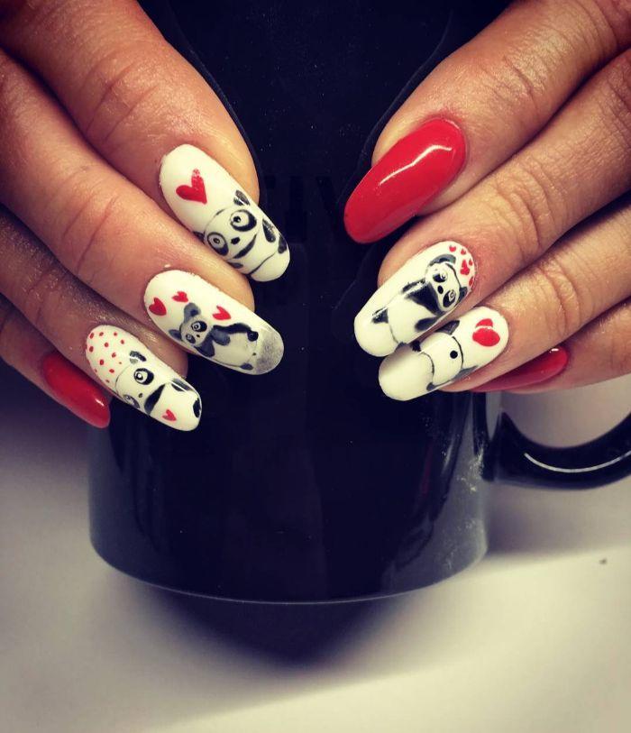 dibujos de pandas y corazones en uñas largas pintadas en blanco y rojo, 85 imágenes de dibujos de uñas de gel