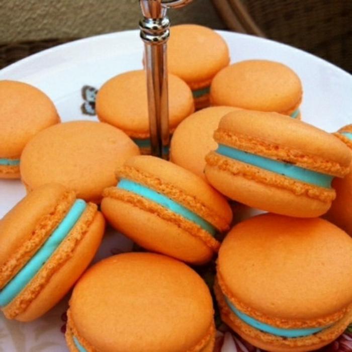 camarones color naranja con crema en color azul, postres clásicos para un desayuno tardio, bonitas ideas en 173 fotos