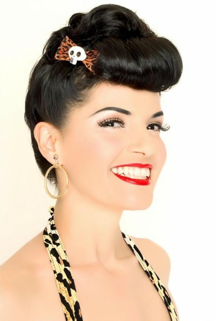 peinados elegantes con flequillo tecturizado, moda mujer años 50, estampados animales y labios en color rojo brillante
