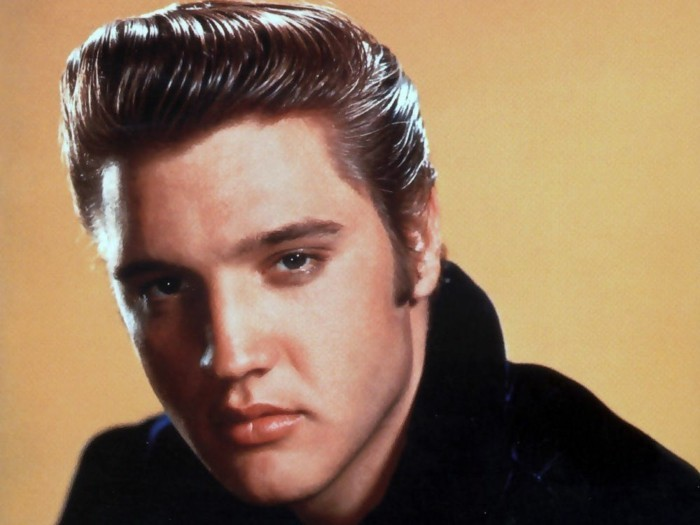 como llevar el pelo como el icónico rey del rock Elvis Presley, super originales ideas de peinados en estilo vintage