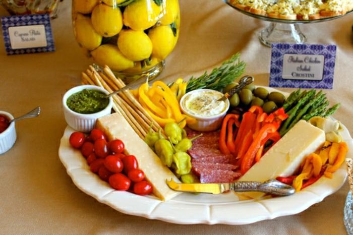 ideas sobre qué servir en un brunch, recetas de verano fáciles y rápidas quesos y embutidos ricos con verduras