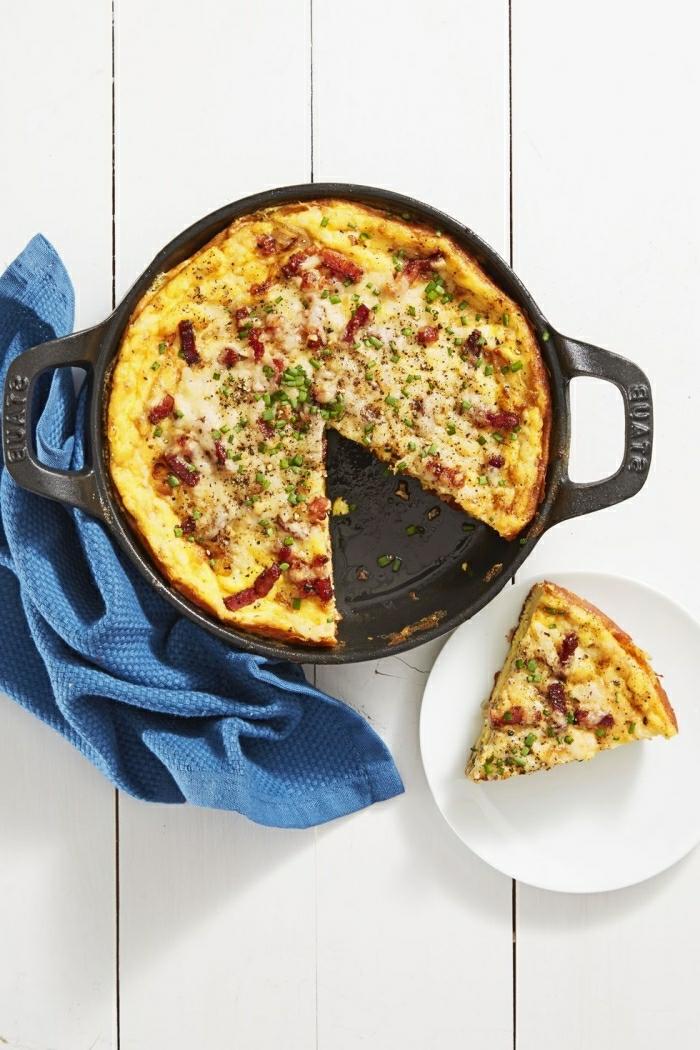 tortilla casera con tomates secos y quesos, recetas originales de comidas para un brunch, irresistibles imagenes de platos para brunch