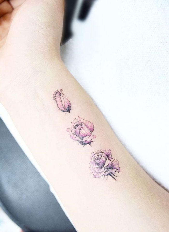 tatuaje simbólico con tres rosas en el antebrazo, tatuajes para mujer en la espalda, originales diseños de tatuajes minimalistas