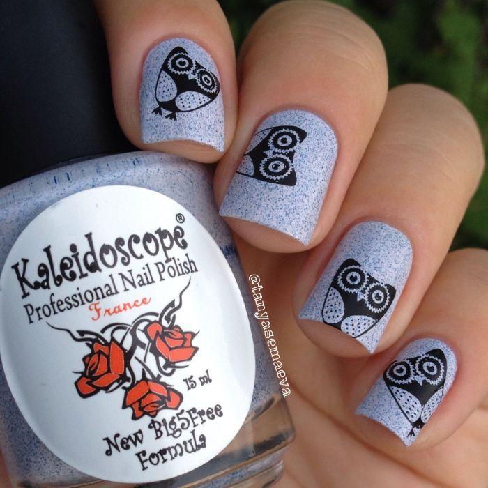 dibujos para uñas originales, diseños de uñas con dibujos minimalistas en color negro, colores en tendencia y formas para uñas