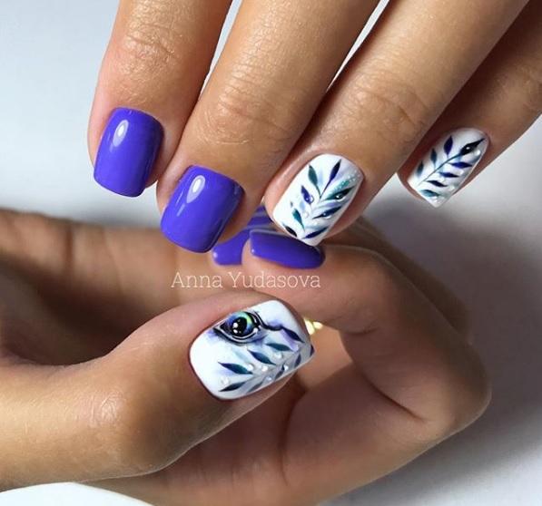 preciosa combinación de colores para uñas con hermosos dibujos de motivos florales, diseños de uñas 2019 2020