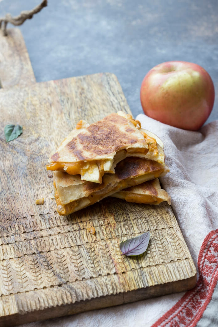 recetas halloween para pequeños y adultos, quesadillas con calabaza ricas y fáciles de hacer, ideas de comidas de otoño en fotos