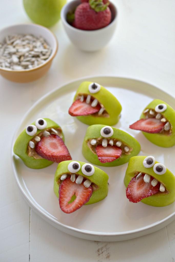 dulces para una cena de halloween, postres de halloween originales y fáciles de hacer, manzanas con fresas y cereales