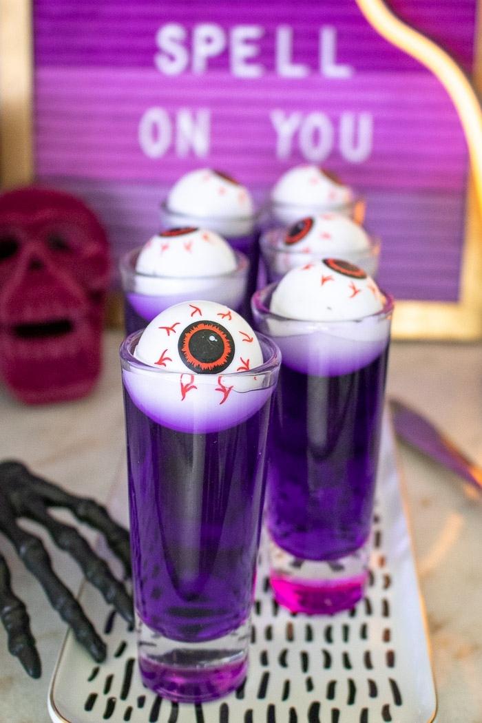 fantásticas ideas sobre cómo sorprender a tus invitados en una fiestas de halloween, adornos halloween caseros DIY