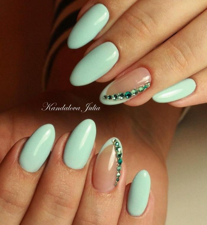 ideas de manicura para una ocasión especial, colores de uñas de moda, uñas pintadas en color verde menta con perlas decorativas
