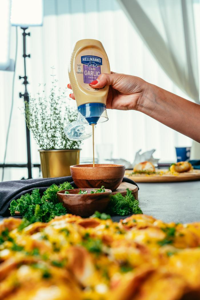 fotos de tacos al pastor receta, ejemplos de tacos preparados en casa, mini tacos con salsa de mayonesa con ajo y queso derretido