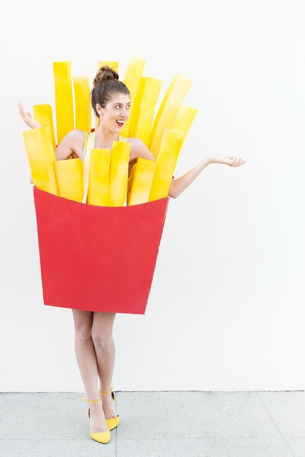 idea original disfrace papas fritas, fotos de disfraces DIY, disfraz de cartón y espuma, disfraces en pareja atractivos