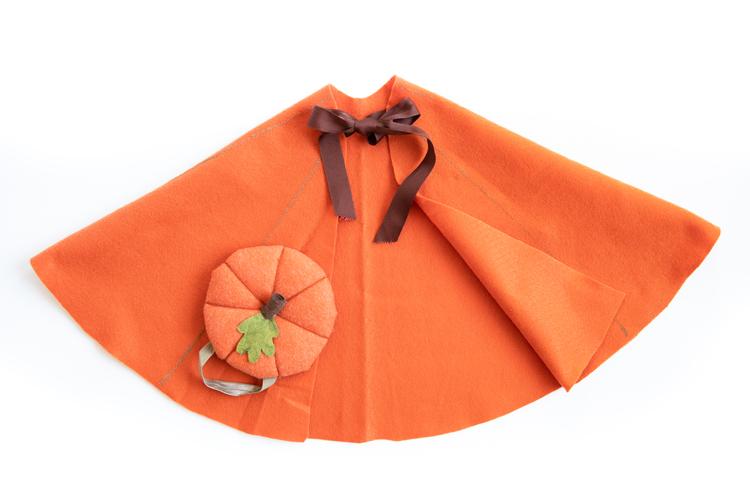 como hacer una capa de fieltro hecha a mano paso a paso, fotos de disfraces originales para Halloween