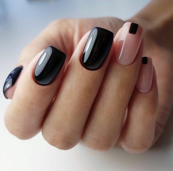 uñas largas pintadas en color rosado claro y negro, uñas decoradas modernas, diseños de uñas con detalles geométricos