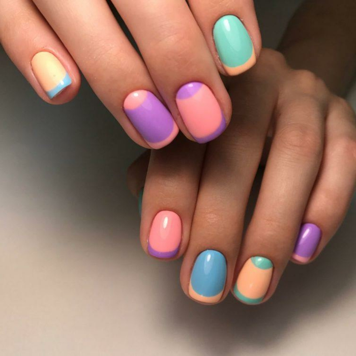 colores pasteles en la uñas, uñas decoradas en colores vibrantes, uñas francesas en colores y media luna, modelos de manicura