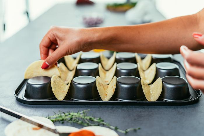 como hacer mini tacos caseros con un molde de magdalenas, las mejores ideas de tapas y aperitivos caseros paso a paso