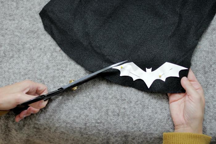como hacer muriélagos de tela para un disfrace Halloween, disfraces originales para halloween en fotos, ideas originales para Halloween