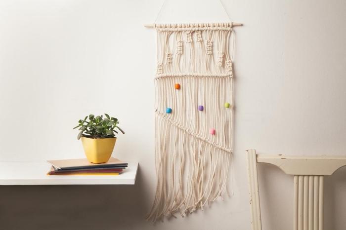 precioso detalle decorativo en la pared, objetos DIY con cuerda macrame, como hacer macrame paso a paso en videos