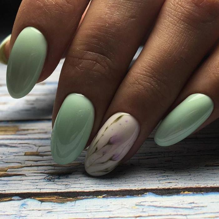 uñas decoradas elegantes en colores pastel, diseños de uñas en tonos pastel, uñas pintadas en verde menta con motivos florales