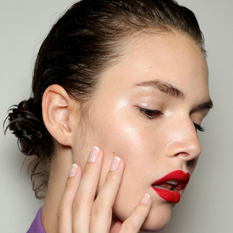 fotos de uñas de gel en tendencia, uñas francesas clásicas, cuáles son los diseños modernos para uñas 2020, fotos de uñas