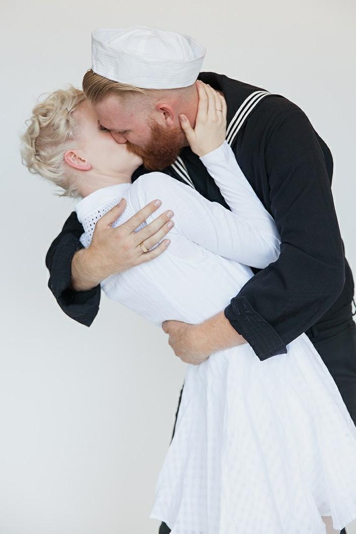 ideas de disfraces emblemáticos para una fiesta de Halloween, disfraces en pareja originales, disfrace marinero enfermera beso