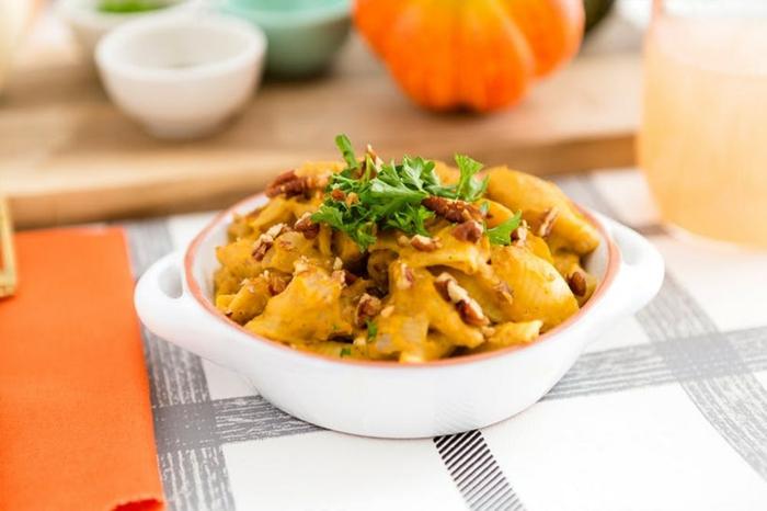pasta casera con calabaza, ideas de recetas de otoño, recetas con calabaza originales y sencillas, fotos de platos ricos