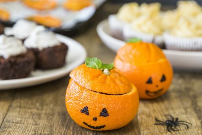 naranjas rellenas con chocolate y otras propuestas de dulces de Halloween, naranjas estilo Jack-o-lantern en fotos