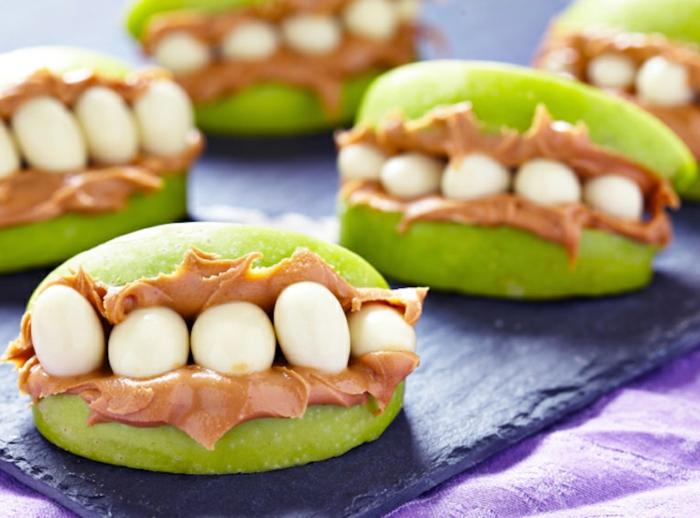 algunas propuestas originales de recetas terrorificas para halloween, bocados dulces con manzanas, nueces y manteca de maní