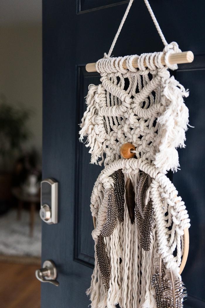 los mejores ejemplos de detalles decorativos hechos con macrame, decoración en estilo boho chic en fotos, decoracion azul y blanco
