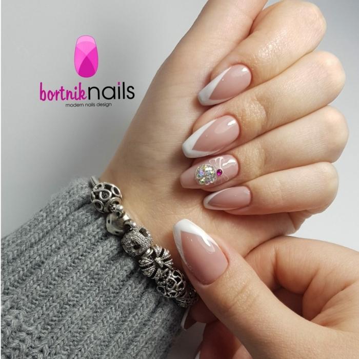 diseños de uñas francesas decoradas con piedras color brillante, tendencias en las uñas 2019 2020, uñas decoradas diseños actuales