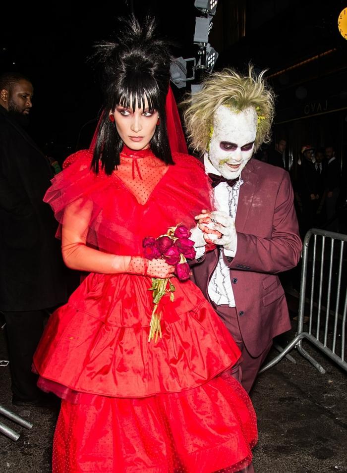 disfraces Beetlejuice, ideas de disfraces inspirados en películas emblemáticas, fotos de disfraces originales, Bella Hadid vestido rojo