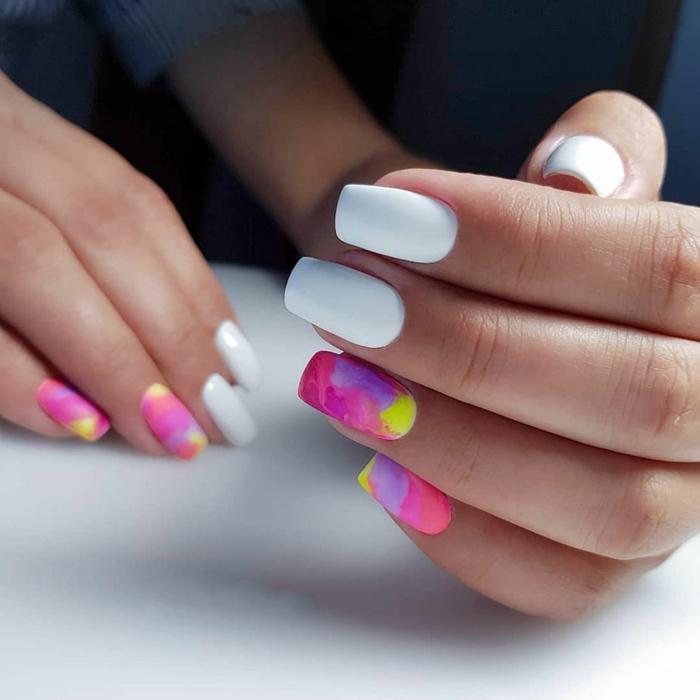 colores en tendencia para la nueva temporada, uñas decoradas diseños actuales, uñas largas de forma cuadrada pintadas en blanco y colores neon