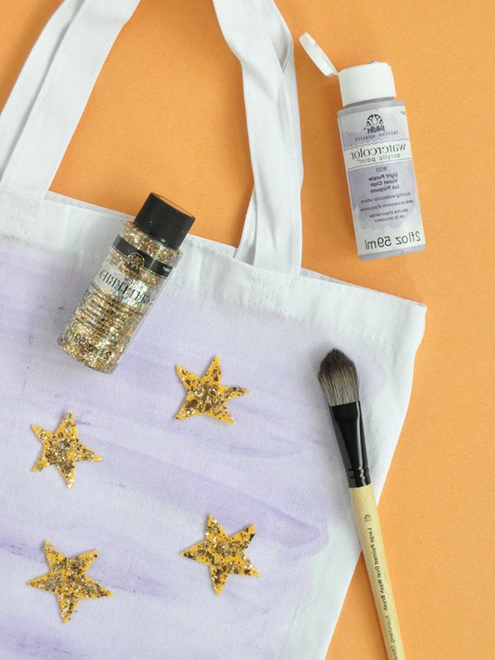 90 propuestas de manualidades de halloween originales para pequeños y adultos, bolso decorativo con trozos de fieltro