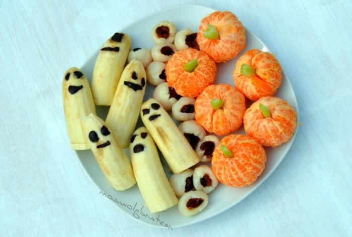aperitivos y dulces de Halloween originales y saludables, calabazas de mandarinas, plátanos con ojos, originales platos para Halloween