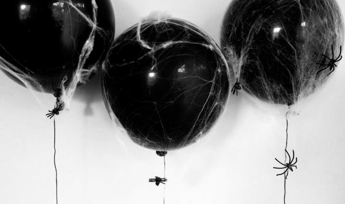 decoración con globos negros y algodón, ideas sobre como decorar la casa de una manera sencillas y original en imágenes