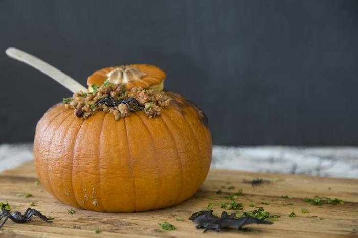 calabaza rellena con arroz, recetas de halloween para adultos, super originales ideas de comidas para halloween fáciles