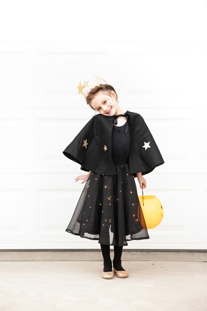 super simpáticas ideas de disfraces para niñas originales, como hacer un disfrace bruja fácil y original paso a paso, fotos de disfraces