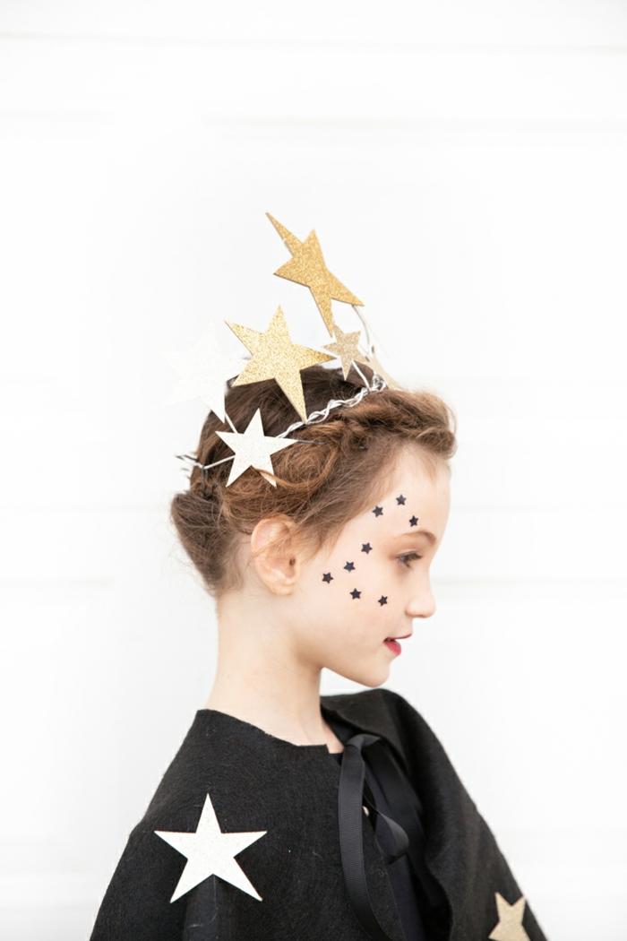 corona de estrellas en dorado para un disfrace niña, las mejores ideas de disfraces DIY para niño y niñas, disfraz de halloween niña