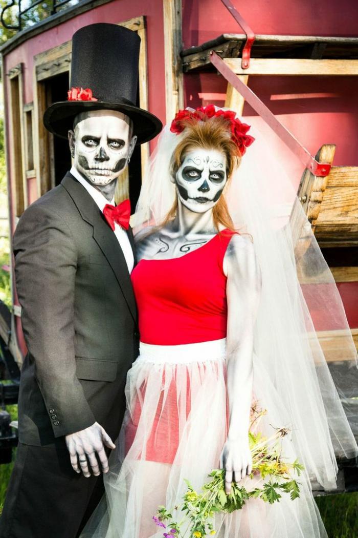 trajes de carnaval para una pareja, originales ideas de disfraces con caras pintadas para Halloween, disfraces icónicos